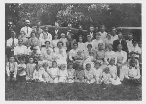 The first Brewster reunion, 1913.