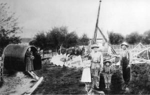 Aermotor windmill on Louis Schumm farm, 1901. L to R: Mrs. Don Eicher, Sarah (Breuninger) Schumm, Frieda Schumm, Louis J. Schumm, Cornelius Schumm, Mr. Dellinger.