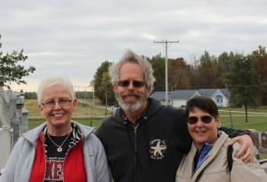 Karen, Paul, & Lynne Scott at Zion Lutheran Cemetery, Schumm. (2015 photo by Karen)