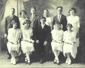 1923 Zion Chatt Confirmation Class with Rev. Jacob Albrecht.