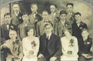 1929 Zion Chatt Confirmation Class with Rev. Jacob Albrecht.