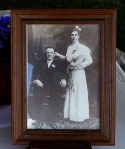 1912 wedding photo of Henry Dietrich & Mamie Schumm.