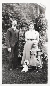 George M & Barbara (Schinnerer) Schumm, with daughter Freida.