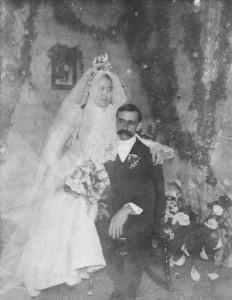 George & Barbara (Schinnerer) Schumm wedding photo, California, 1901.