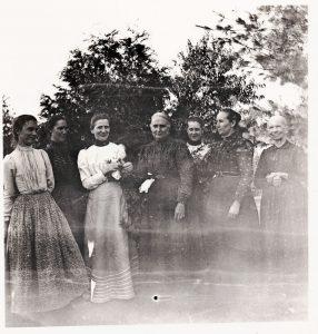 Written on the back: Aunt Mary Weck, Aunt Ida, Grandma, Molly ?, Aunt Anna Schumm, Great-grandma Schumm.