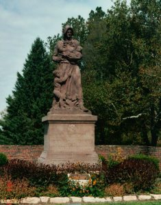 Madonna of the Trail, Springfield, Ohio. (2003 photo by Karen)